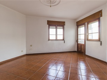 Apartment T4 / Guarda, Centro