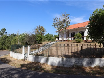 Detached house T5 / Tomar, Sabacheira