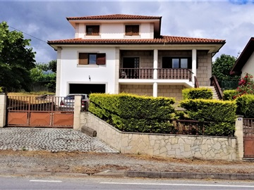 House T5 / Chaves, Oura